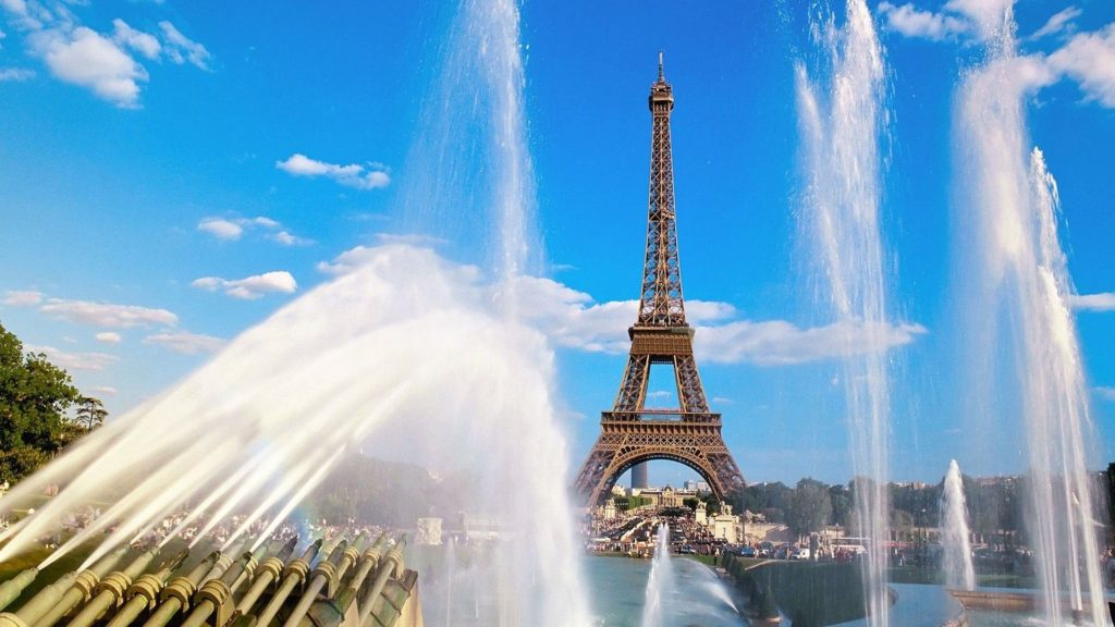Eiffel_Tower_and_Fountain_Paris_France