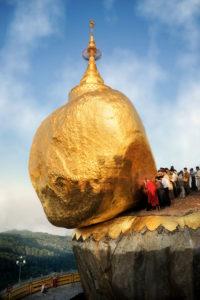 15-David-Lazar-Pilgrims-at-the-Golden-Rock